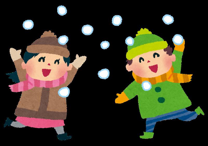 雪合戦をする子供たち